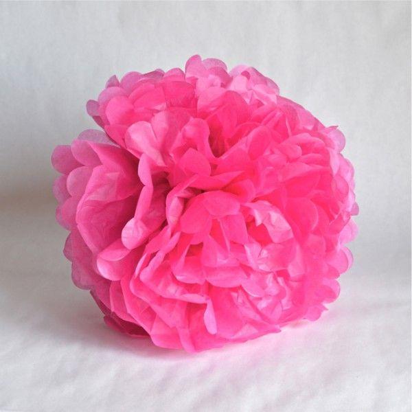 p\u003eDélicate décoration en papier de soie fushia en forme de pompon