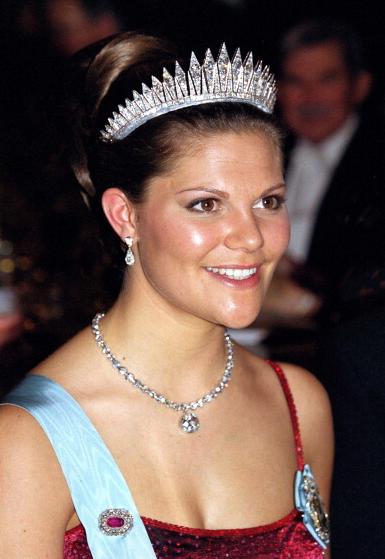 M A X I E R O Y A L — Crown princess Victoria at the 2001 Nobel Award...