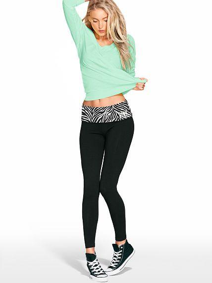 VS PINK Yoga Leggings Size SMALL Black, no sparklies lol