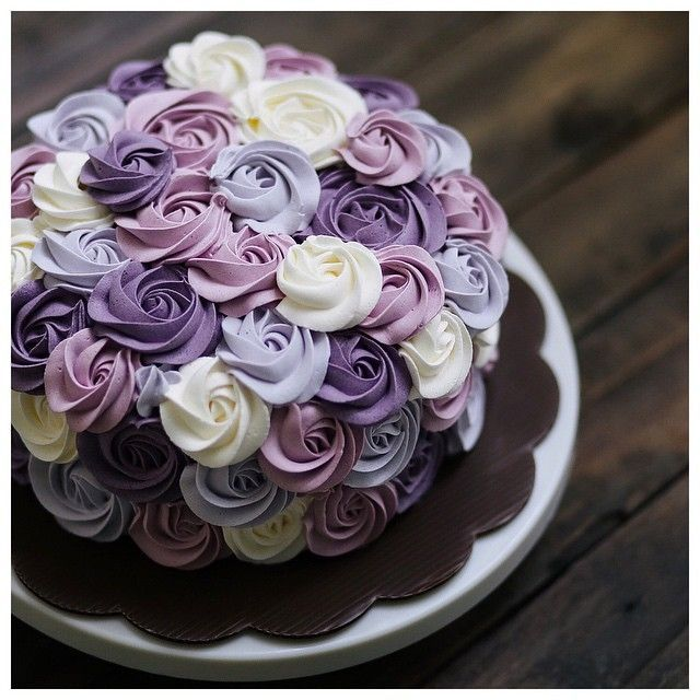 So bretty! Beautiful rossette cake in purple. Birthday ...