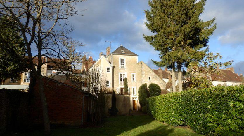 Charmante maison de ville du xixe siècle sur magnifique parc les belles maisons du percheles