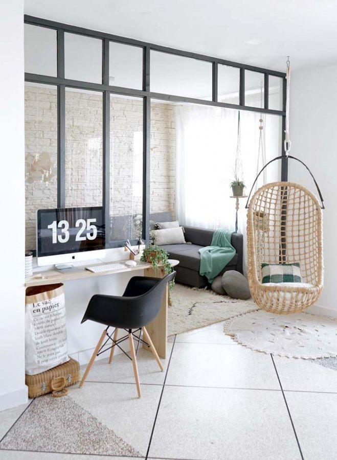 30 inspirations pour succomber la verri re d 39 int rieur en 2019 auf historic home decor - Siege suspendu salon ...