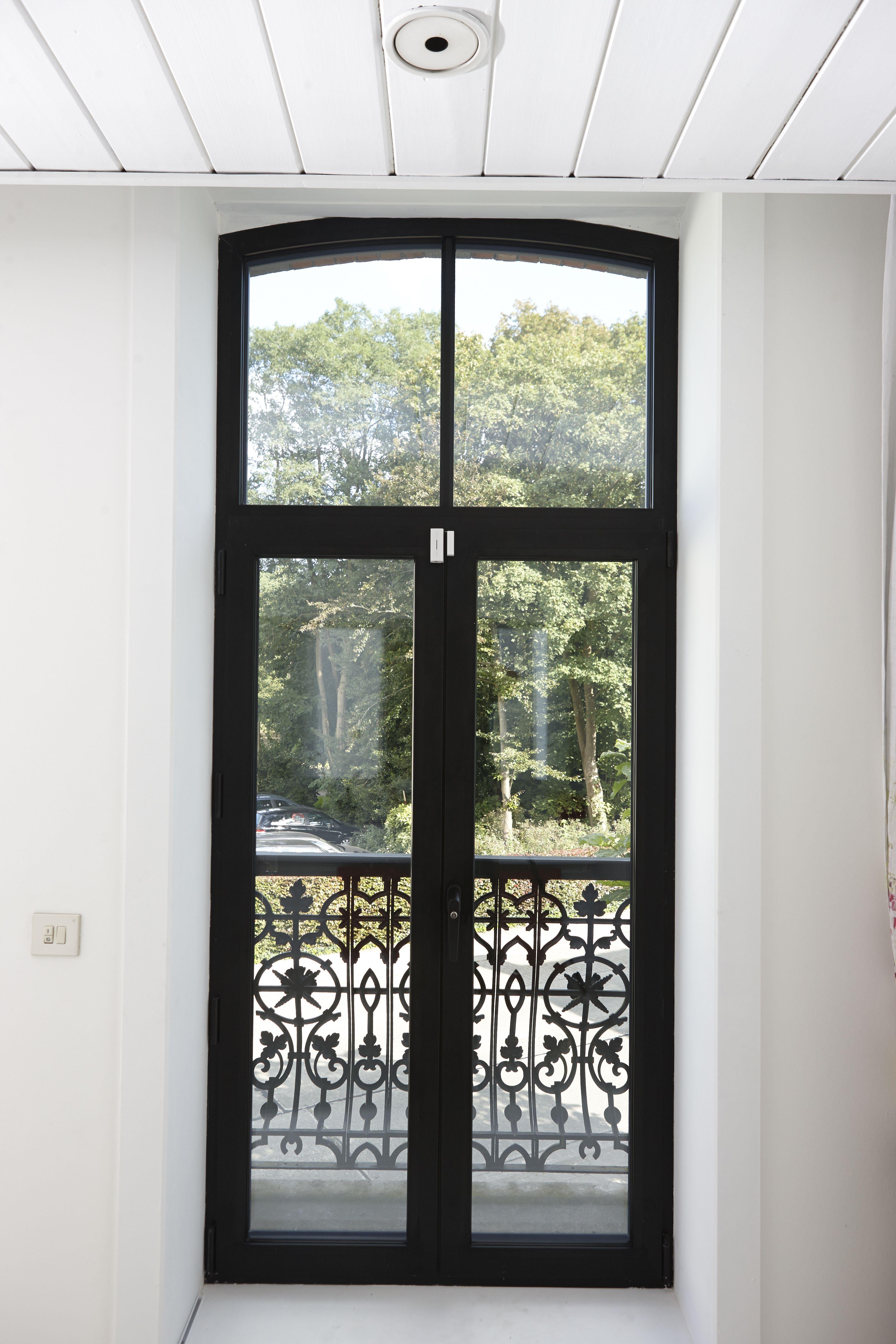 fen tre noire en aluminium r alisation de belisol roeselare be fen tre noire pinterest. Black Bedroom Furniture Sets. Home Design Ideas
