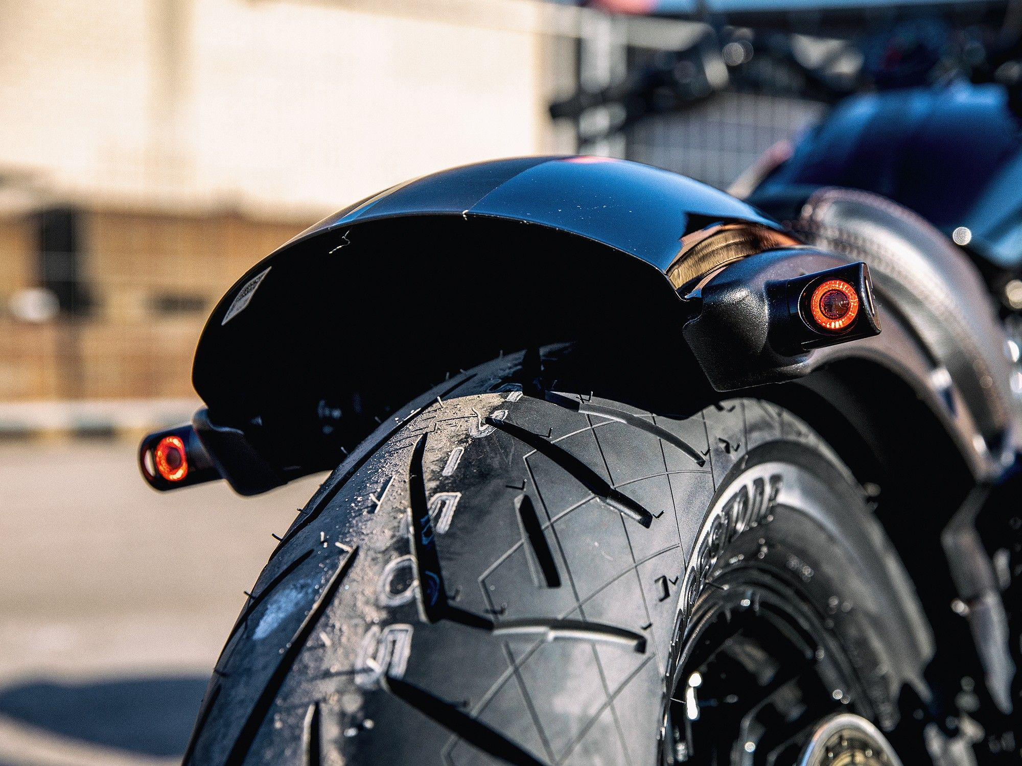 Led Rucklicht Kombi Mit Blinker Fur Motorrad Fender 3 In 1 Led Brems Und Rucklicht Mit Integrierter Blinker Funktion Montie In 2021 Indian Scout Cnc Frasen Motorrad [ 1500 x 2000 Pixel ]