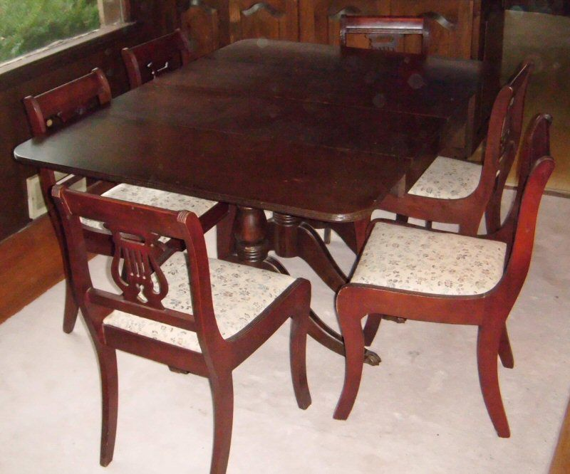 Duncan Phyfe Dining Set With Lyre Back Chair Paw Carved Feet At Front Legs