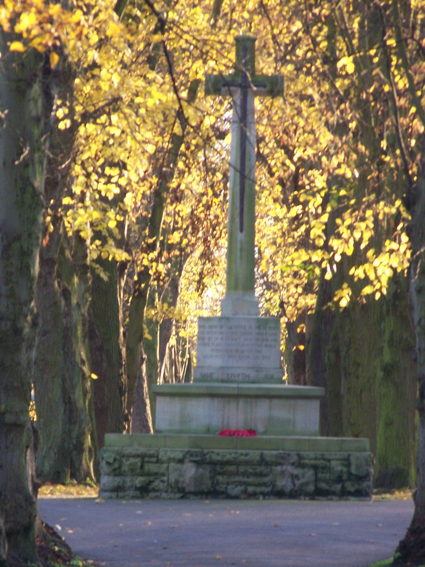 Newark Cemetery War Memorial Newark -On- Trent. Taken by Amateur Photographer Laurencegoff  friendsofnewarkcemetery@yahoo.co.uk 07794613879 http://newarkcemeteryuk.wordpress.com/