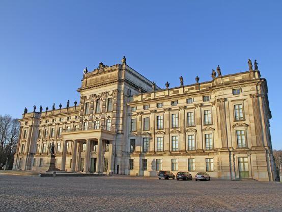 Gefuhrte Wohnmobilreise Elbe Tag 7 Schloss Ludwigslust Burg Burgen Und Schlosser Wohnmobilreisen