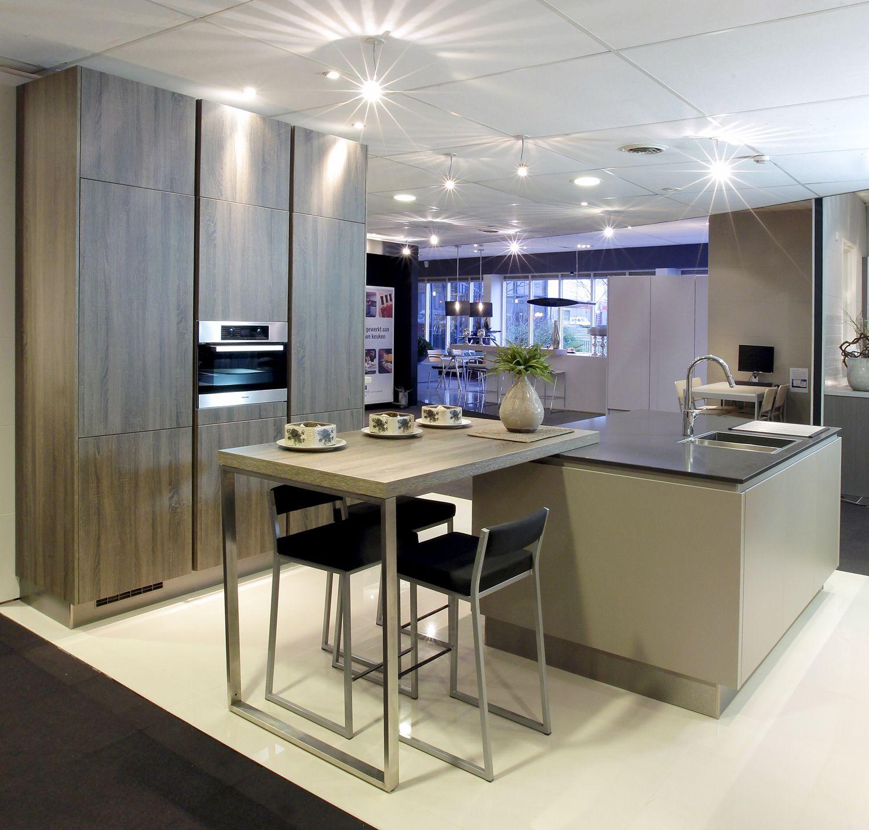 Eiland keuken showroom van wanrooij eiland keukens pinterest toonzaal - Tafel centraal eiland ...