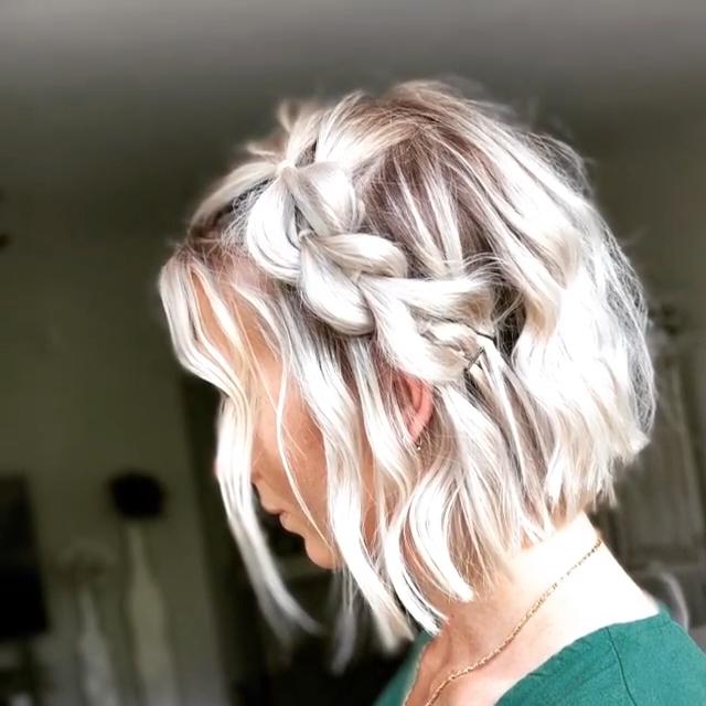 Süßes kurzes Haar