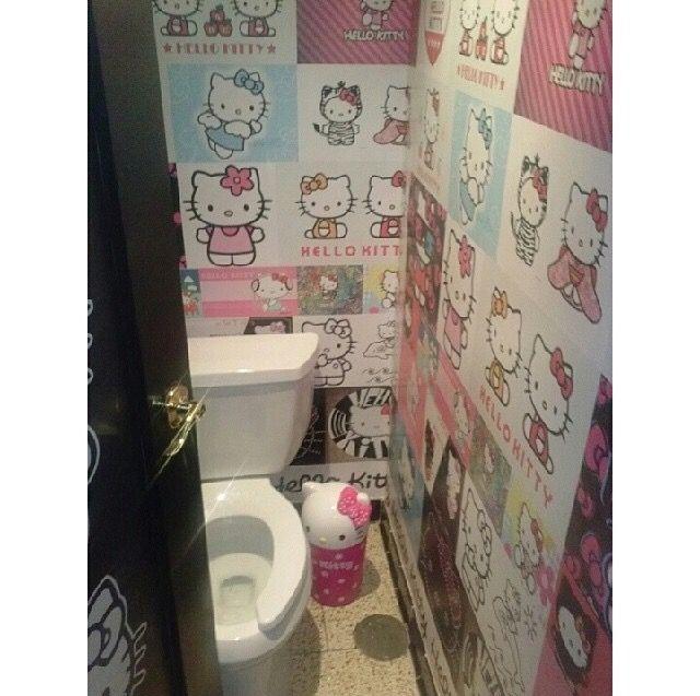 Hello Kitty bathroom? I think, yes!