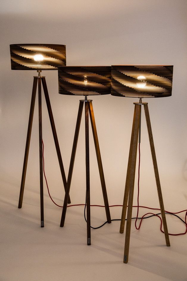Stehlampe aus Nussbaum und Pappe, Recycling Lampe fürs Wohnzimmer ...