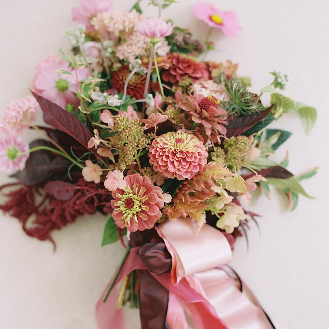 One of my all time favorite garden bouquets, photographed by @abbyjiu #hollyish #fromthegardenofhhc #americangrown100