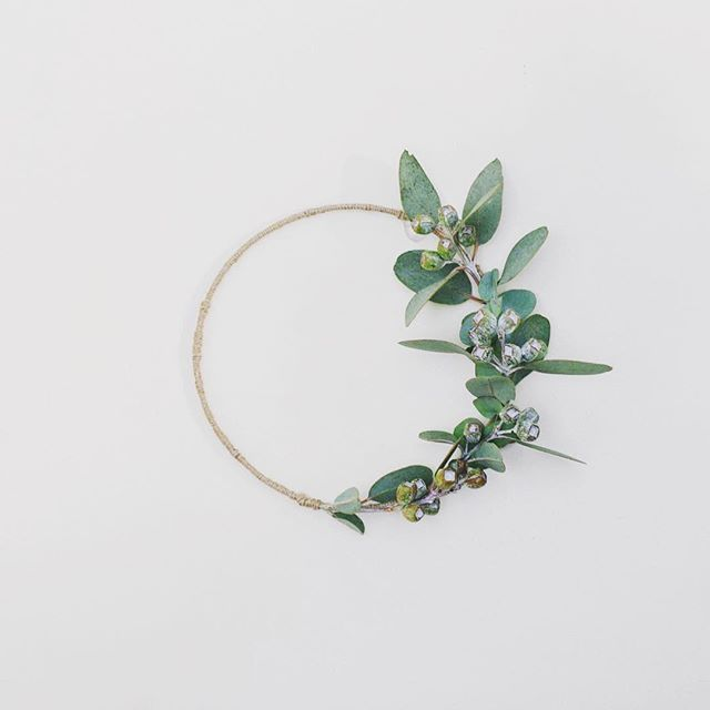 A simple Christmas Wreath using Tetra Nuts for the minimalist  By @apocketfulofroses
