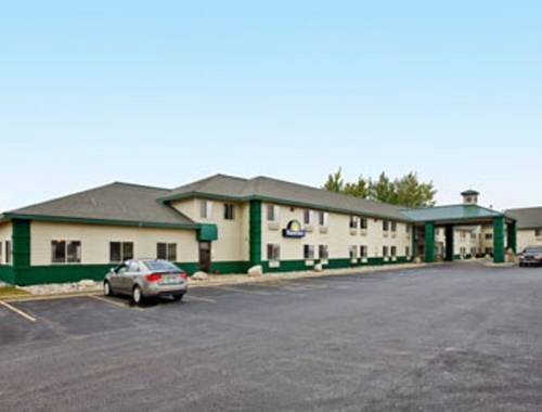 Days Inn - Clare Clare (Michigan) Serving a daily continental breakfast with fresh fruit, bagels, coffee, and more, this Clare, Michigan hotel is 18 minutes' drive from Central Michigan University. Free Wi-Fi access is available.