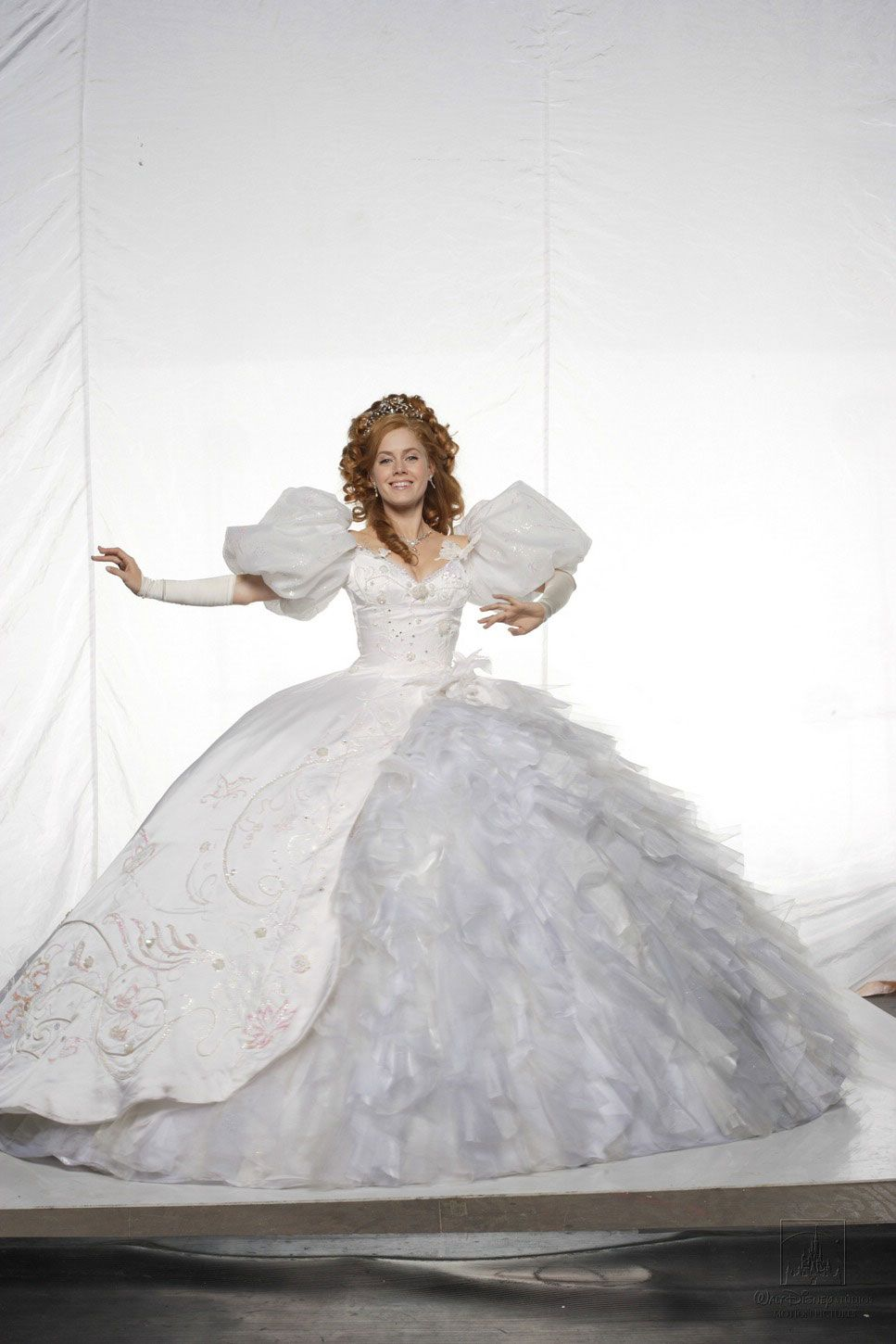 Amy Adams, wearing Giselles wedding gown from Disneys Enchanted ...