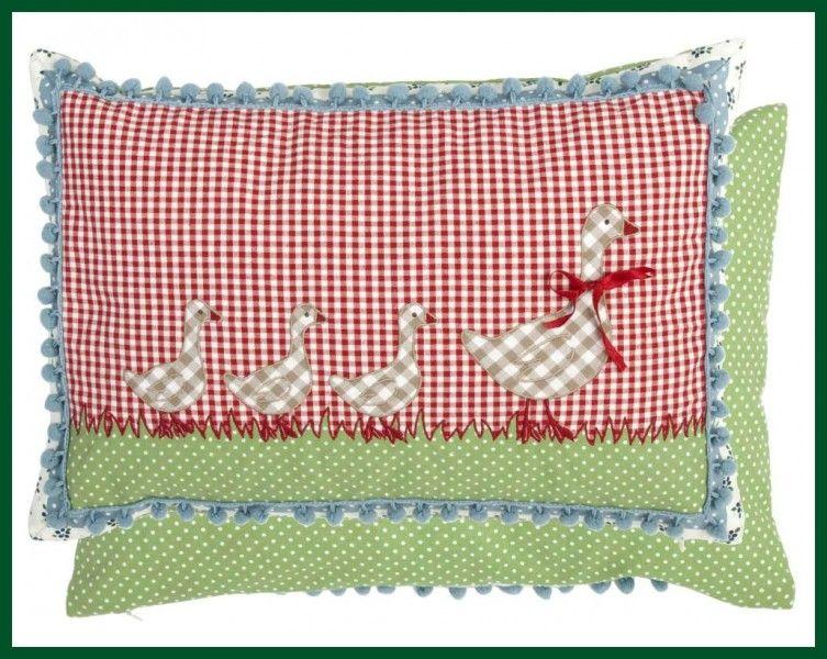 Landhaus Kissen landhaus kissen mit füllung gänse pompoms rot blau wohntextilien