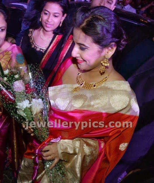 Vidya Balan In Classic Joyalukkas Gold Necklace