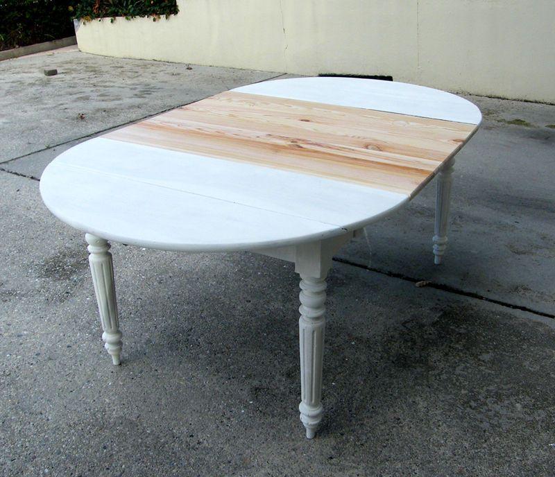 Renovation D Une Ancienne Table En Bois Bocal D Idees Table Bois Repeindre Table Bois Table Ovale Bois