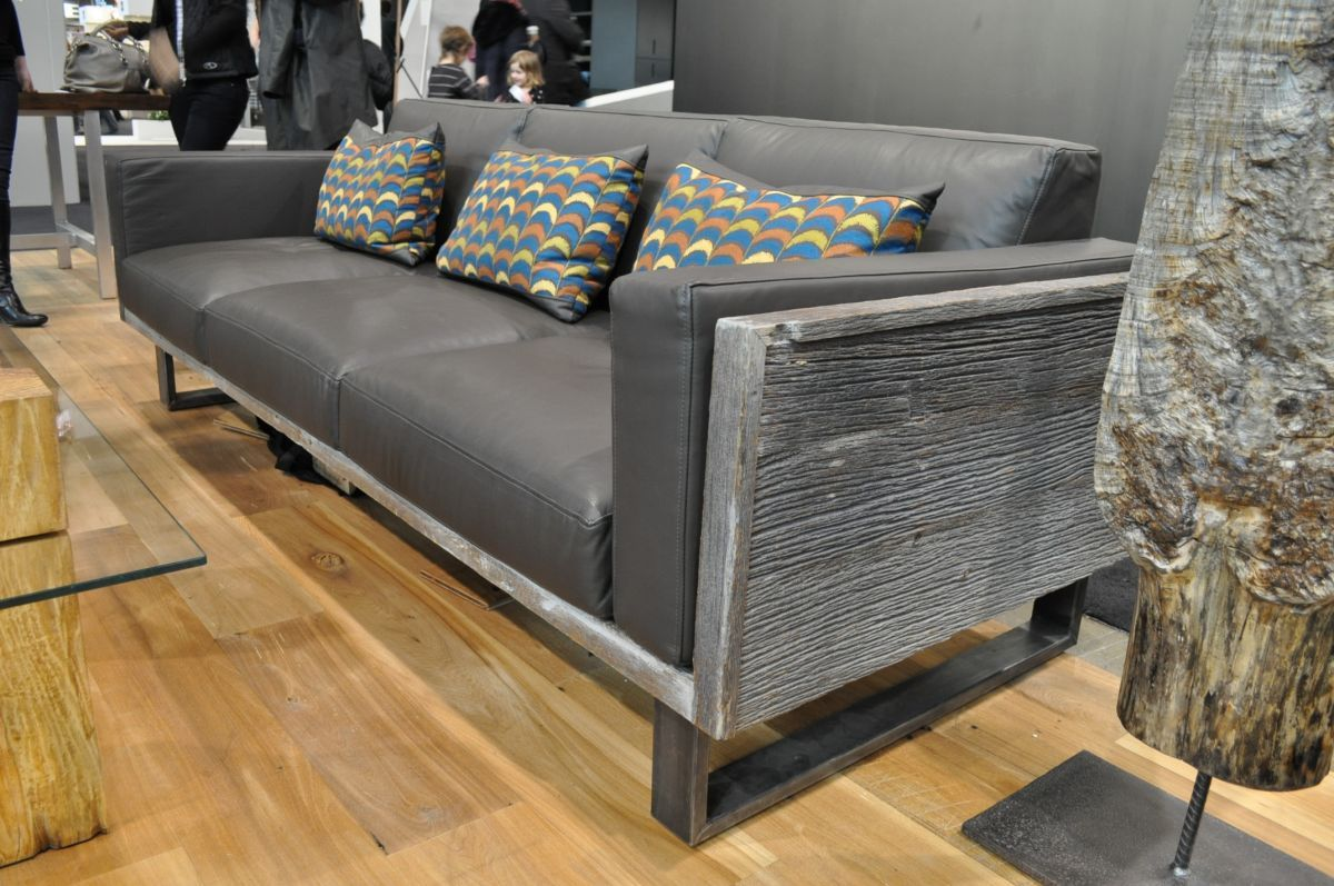 love the modern lines of this couch