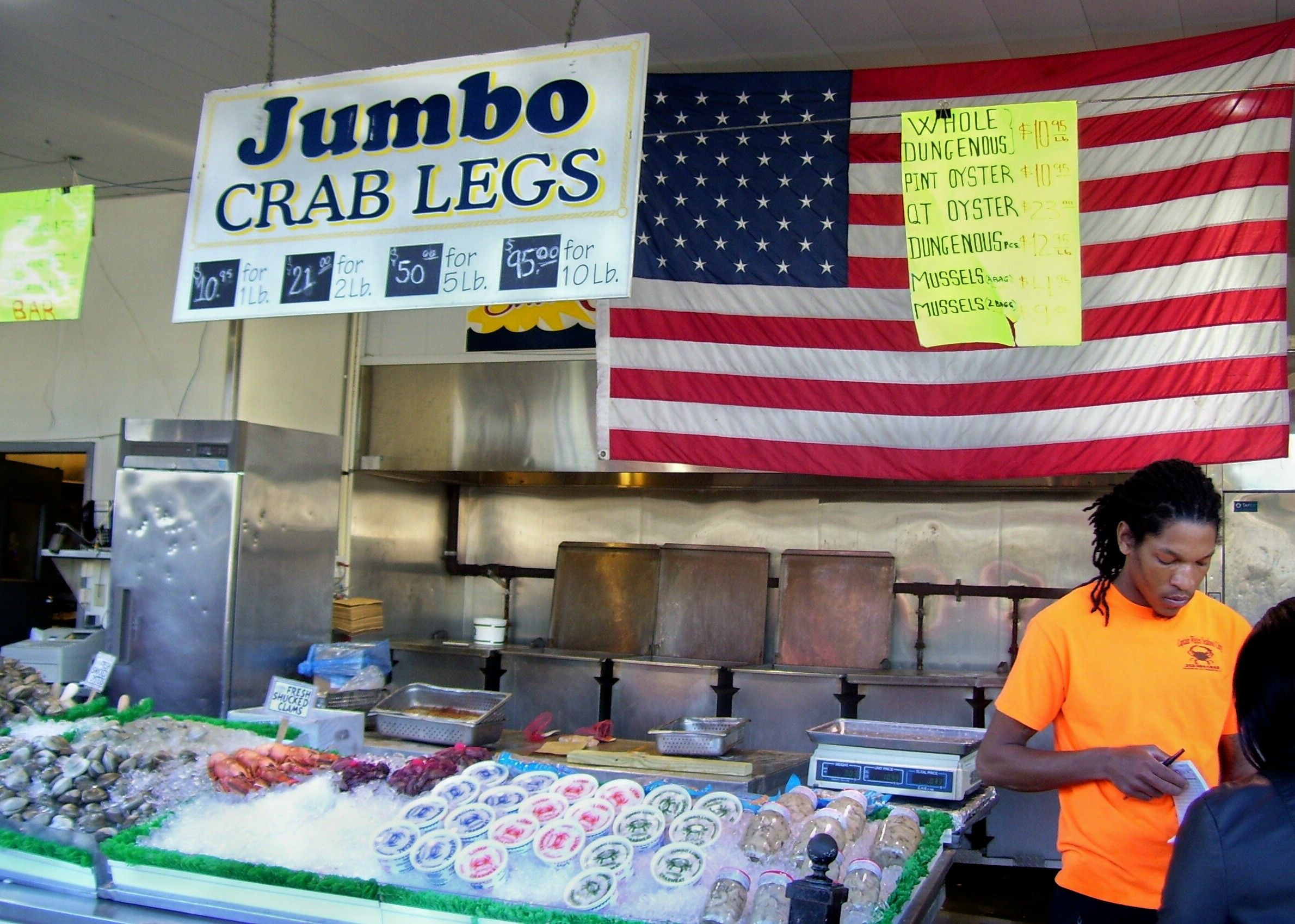 Who could resist these jumbo crab legs at maine avenue for Washington dc fish market