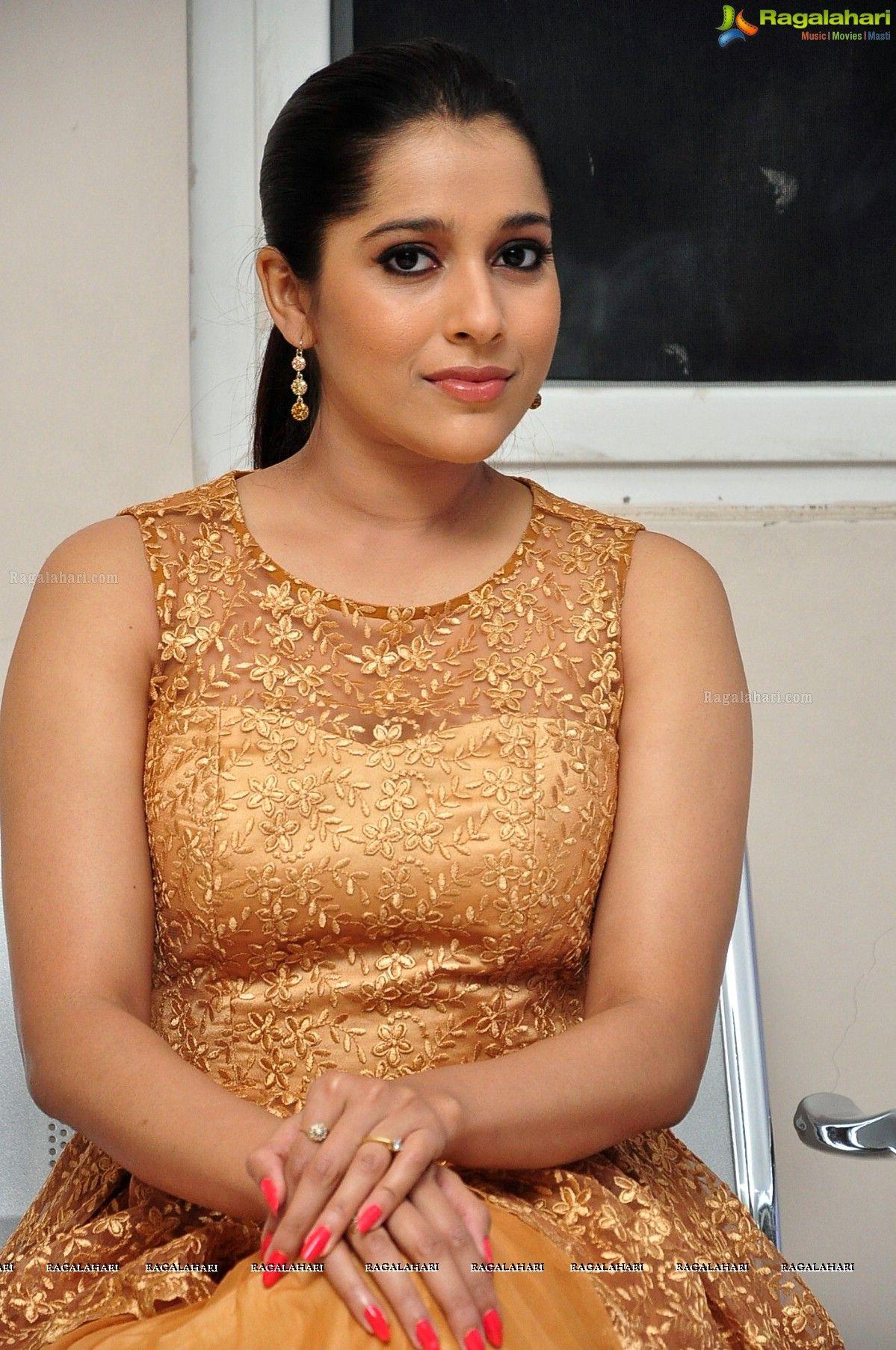 Rashmi Gautam Image 20 Telugu Heroines Wallpapers Images Pics Pictures Photoshoot Wallpapers Golden Dress Bikini Pictures Tank Top Fashion