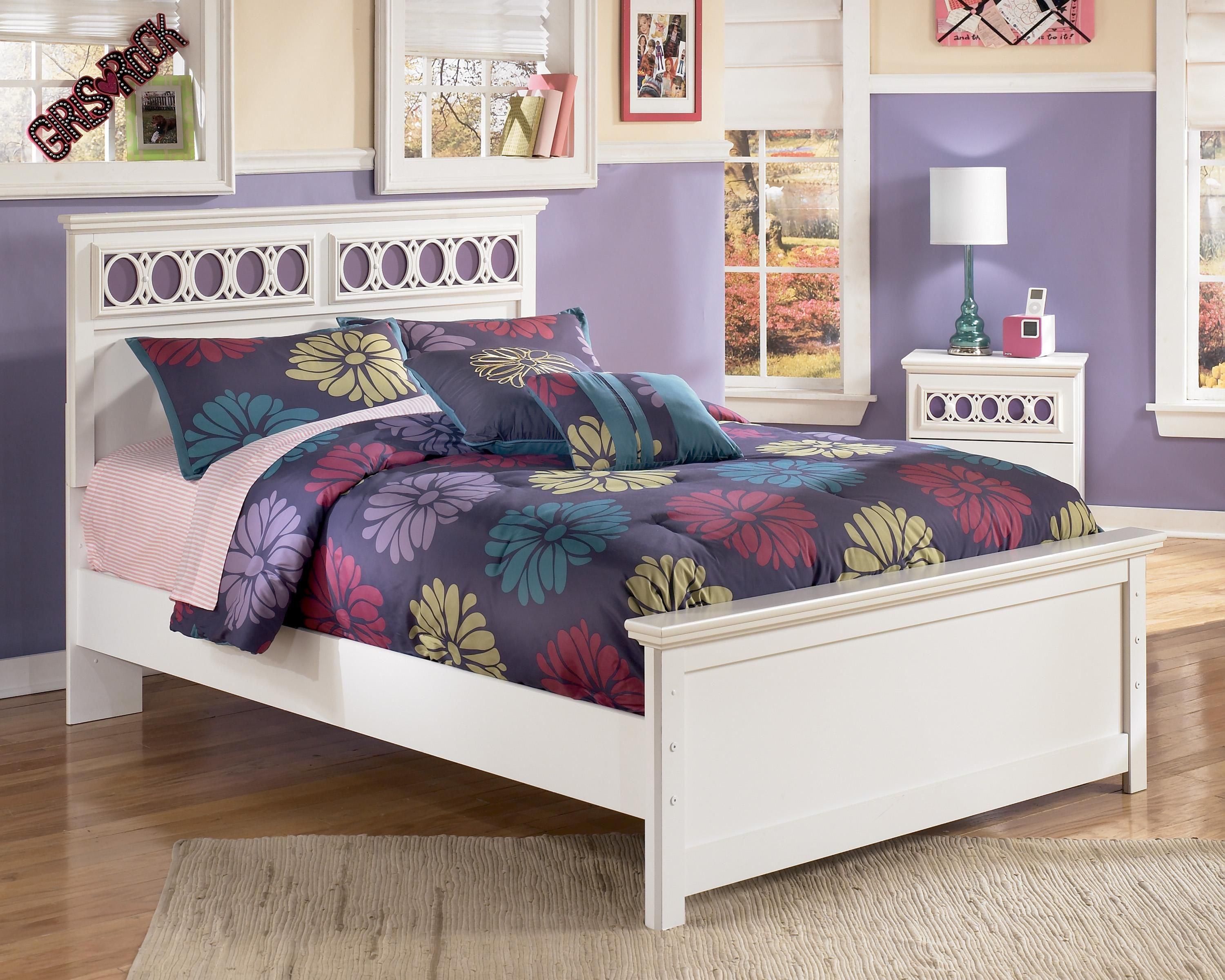 Zayley Full Platform Bed by Signature Design