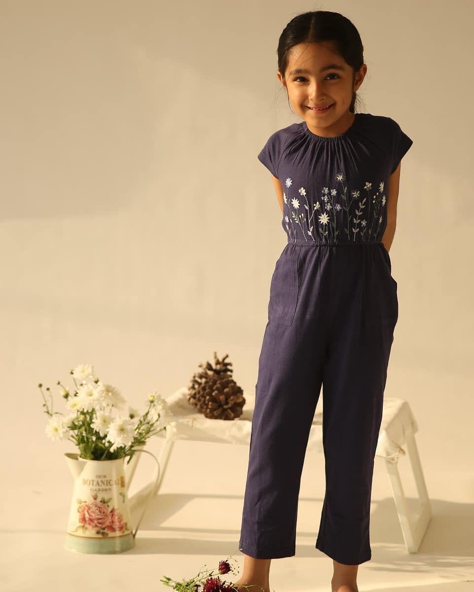 This one we are posting just for Himika's cute naughty little smile :) aomi by appleofmyi happy clothes for happy kids  Bangalore@indiranagar I @forumneighbourhmall Whitefield I @brookfieldmall⠀ @sahakarnagar Hyderabad @banjarahills⠀ @hassan⠀ Happy Shopping ! . . . . . . . . #aomi #aomibyappleofmyi #Boyswear #kidsofinstagram #momsofinstagram #cutekids #newlaunch #newdesign #kidswear #contemporarydesign #indiankids #brandedkidswear #Embroidery #Jumpsuit