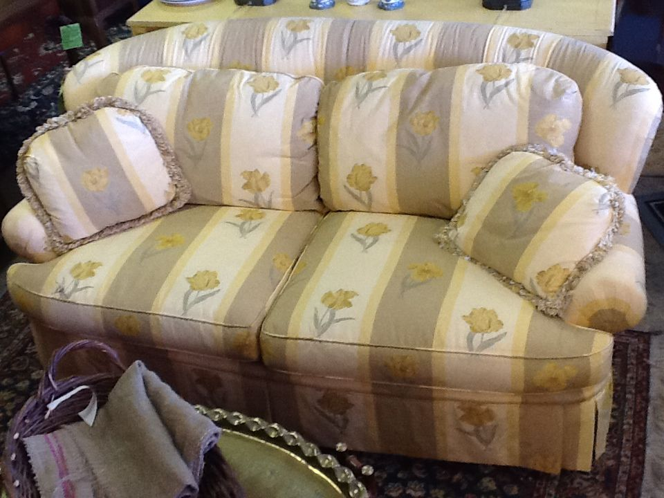 Top quality Pearson downfilled sofa for sale at Reused Furniture