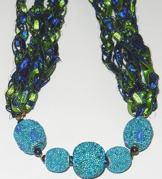 Crocheted Stylish Ladder Yarn Necklace Stretching por JuliaLCraft ...