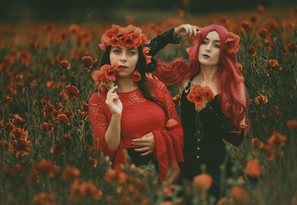 #mmadaleinemagdalena #freyaphotomodel #ladyhypnotica #model #designer #costume #rentalcostumes #wreath #flowers #redflowers #poppy #red #green #emerald #makeup #girl #girls #woman #women #friends #summer #meadow #fairytale #blackhair #redhair #wig #black #alternativemodel #modelanddesigner #ladyemerald #olga #olgarutkiewicz #szmaragdowa_pani