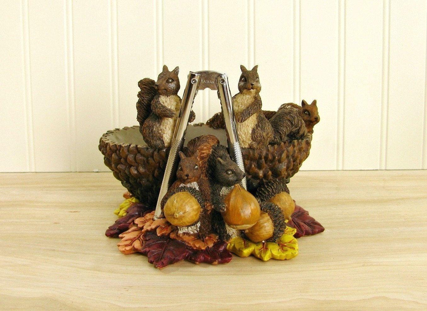 Vintage Resin Squirrel Nut Bowl With Nut Cracker Squirrel Figurine Cabin  Decoru2026