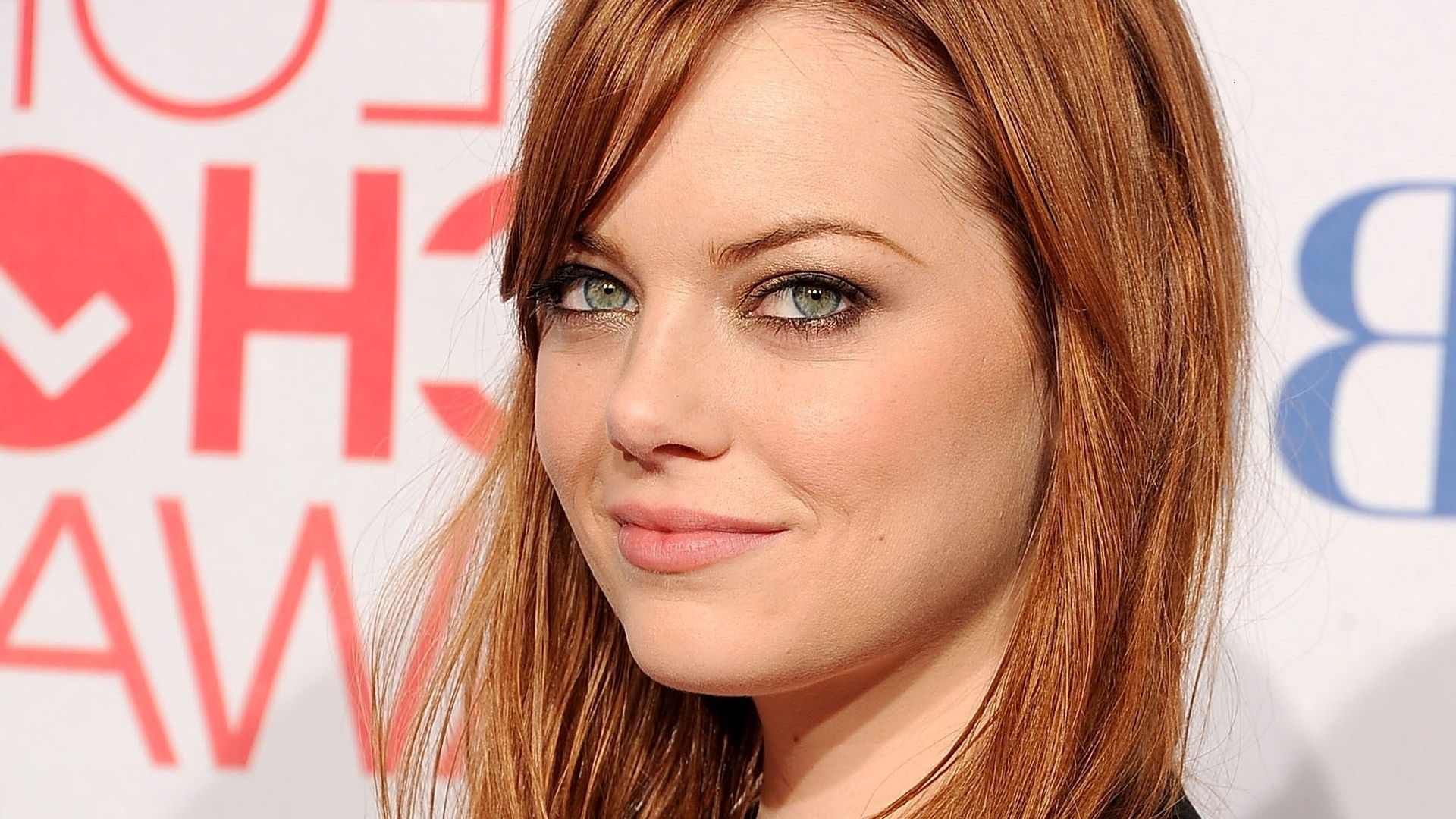 Download Full HD Hollywood Actress Wallpapers
