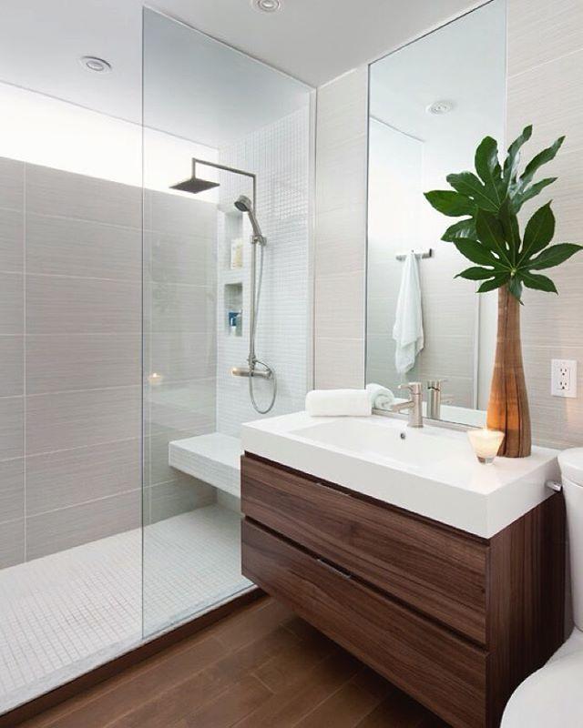 Banheiro para inspirar ✨ Mistura de revestimentos madeira