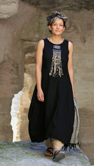 black linen dress can be shortened to be worn in a superposition of harem pants