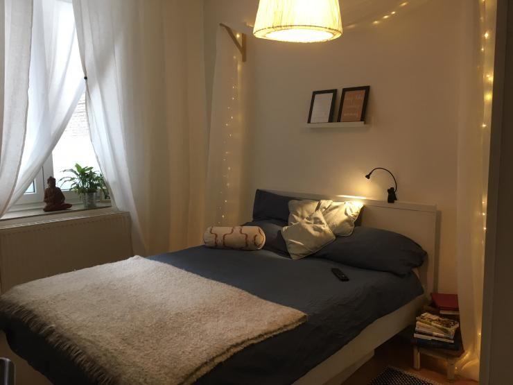 schlafzimmer mit lichterkette dekorieren schlafzimmer einrichtung einrichtungsidee bett. Black Bedroom Furniture Sets. Home Design Ideas