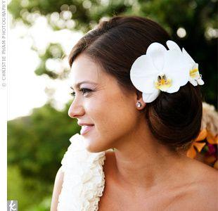 White Orchid Hairstyle Beach Wedding Hair Diy Wedding Hair Flowers In Hair