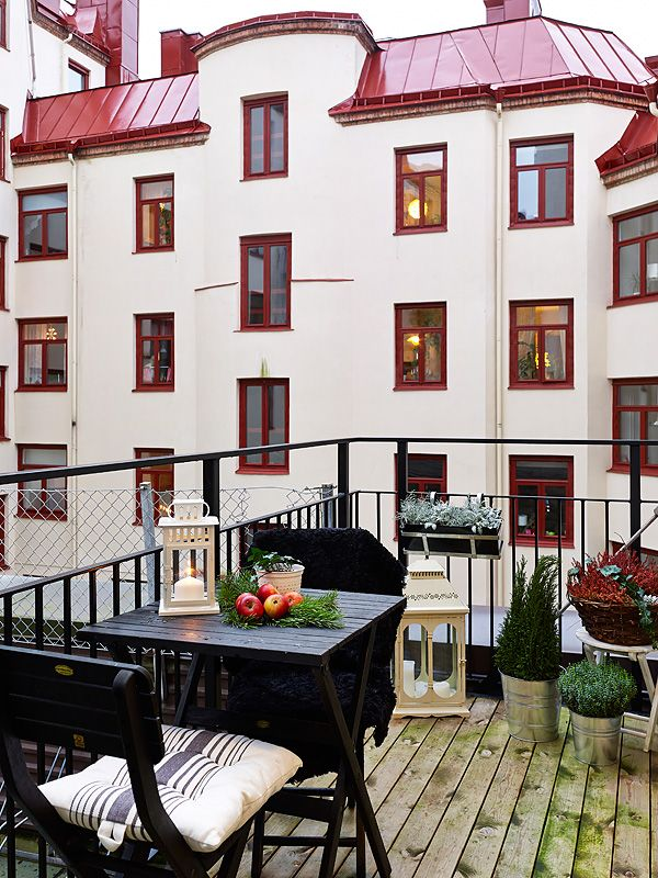 Tiny Terrace   apartment   balcony   Sweden