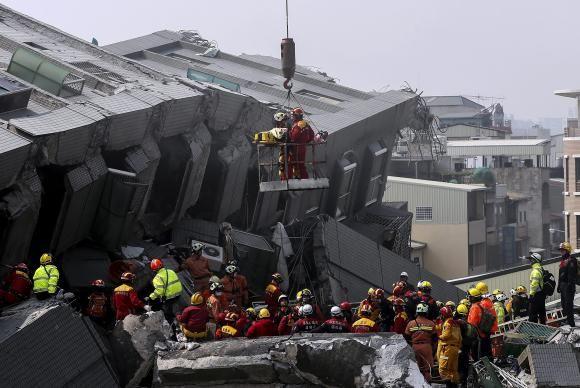 Mais de 100 corpos já foram retirados de edifício em Taiwan após tremor