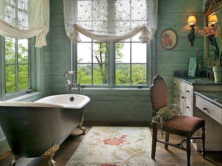 déco salle de bain rétro, lambris bois vert clair, tapis multicolore ...