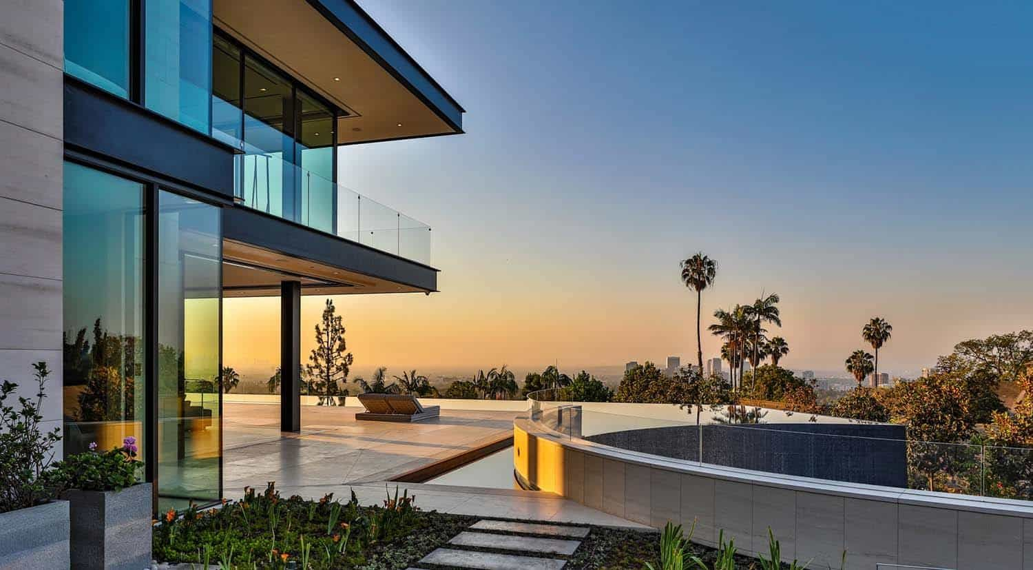 Jaw Dropping Dream Home Overlooking The Los Angeles Skyline Luxury Homes Dream Houses Dream House Bel Air Los Angeles