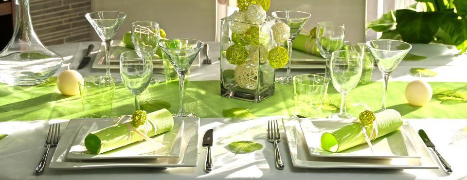 décoration de table prune et vert anis, déco table mauve, prune et
