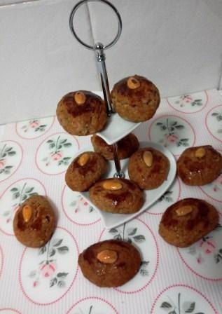 Broas dos Santos são broas que se preparam na altura dos Santos. Estas broas levam mel, azeite, nozes, amendoas e raspas de limão. Fácil de fazer na yammi.