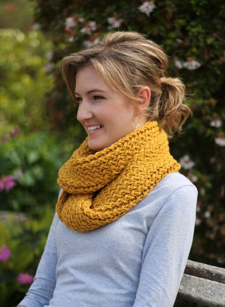 DIY // Knitting Loom Infinity Scarf   Loom scarf, Loom ...