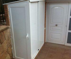 armario de aluminio para exterior con tejado y puertas