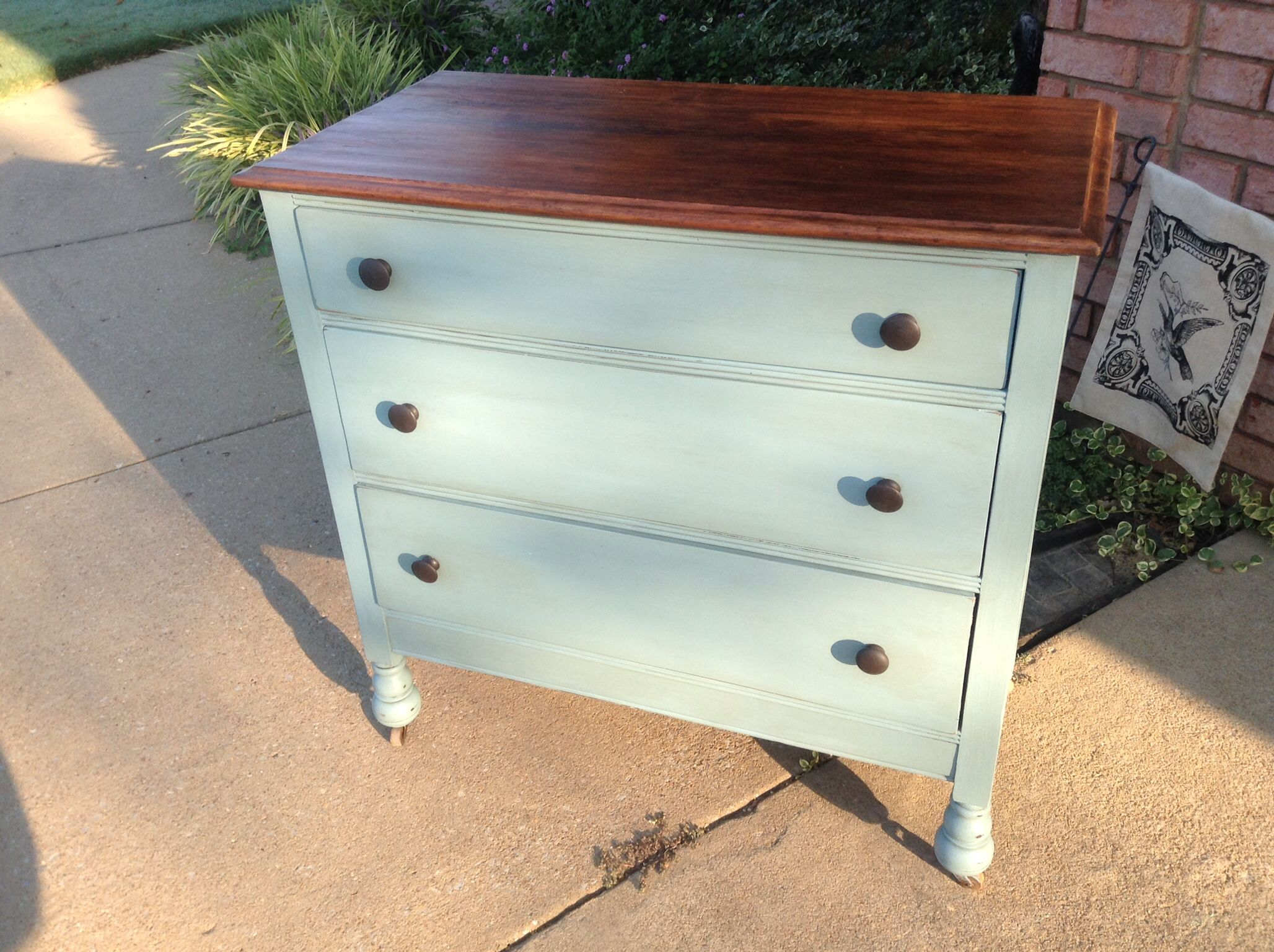 Annie Sloan Chalk Paint custom color by mixing Duck Egg blue with