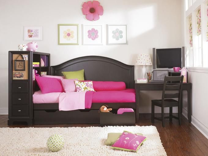 Lea Bedroom Furniture Set with Black Cabinet & Daybed ...