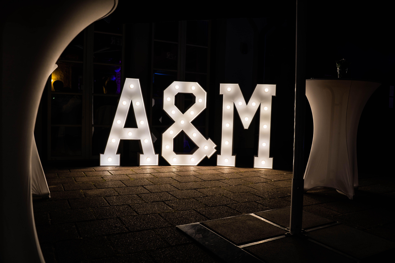 Bei Uns Konnt Ihr Individuelle Leuchtbuchstaben Fur Eure Hochzeit Geburtstag Oder Sonstigen Anlass Mieten Mit Einer Hohe Von 1 20m Eigne Leuchtbuchstaben