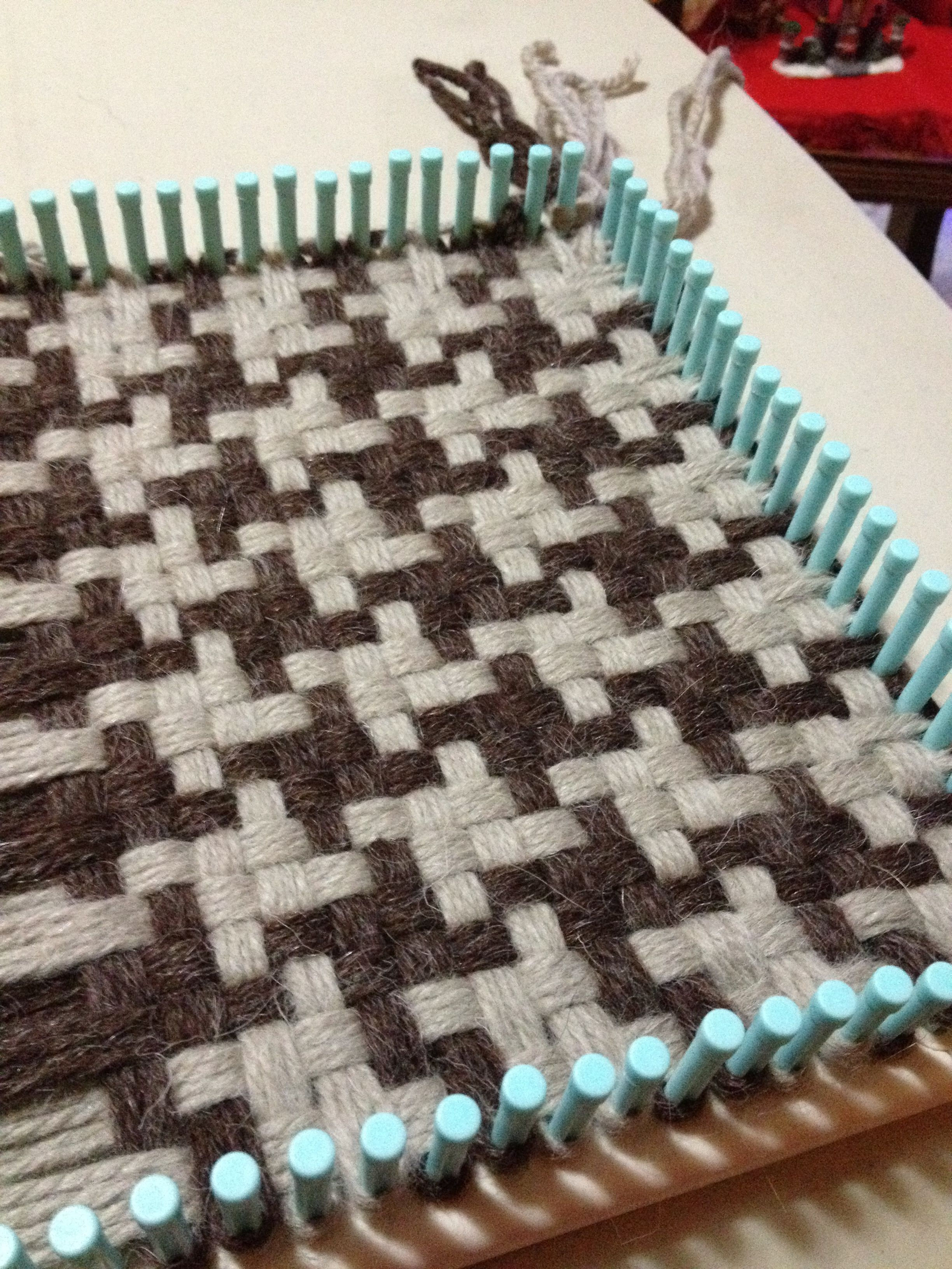 Loom knitting in progress. Houndstooth scarf, free pattern at Lion ...