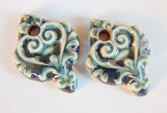 Handmade porcelain Earring Pairs charms  luster green por Majoyoal