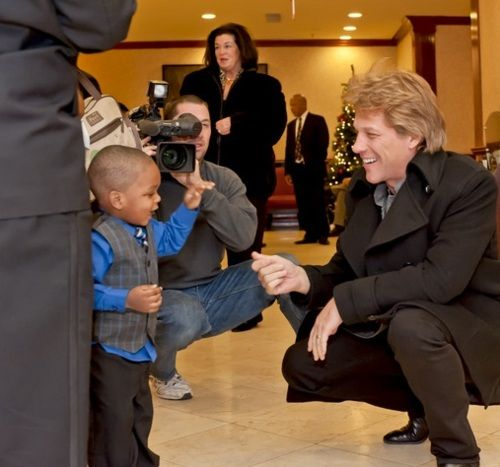 This is freaking adorable! I love how Jon get's down to the little boys level! He must be an awesome dad!